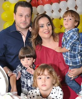 Flavio Lopes Ferraz with his family