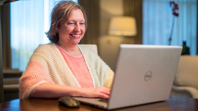 Cervical cancer survivor Jenn Myers participates in a virtual cancer support group.