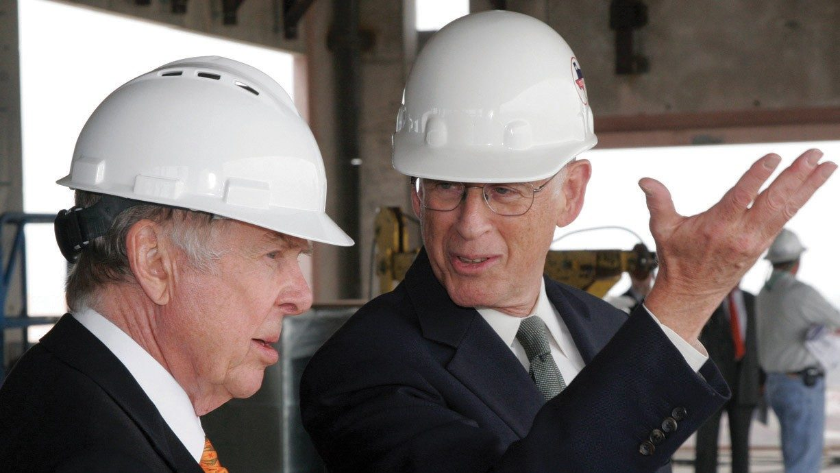 T. Boone Pickens, left, and John Mendelsohn, M.D., tour the academic tower that now bears Pickens' name in honor of his 2007 $50 million gift to MD Anderson.