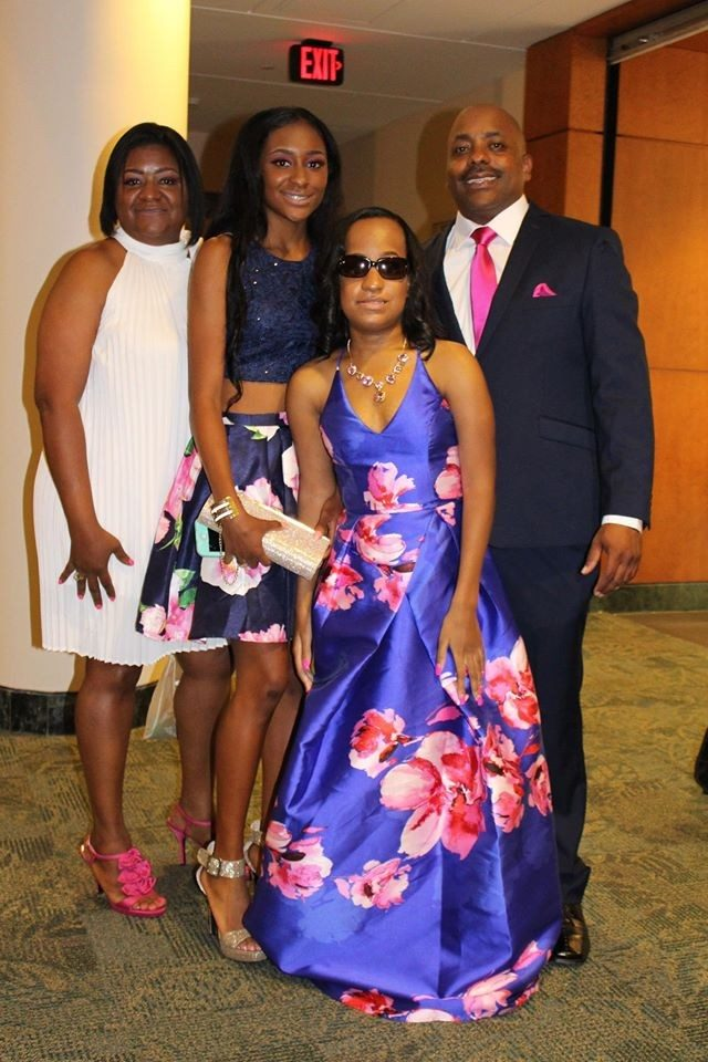 MD Anderson joined Houston restaurants and businesses on April 29 to host the second annual Prom Party Palooza, a glamorous evening for teen cancer patients and their families. The fun-filled experience began with a red-carpeted entry to the cancer hospital's observation deck with a spectacular view of Houston's skyline.
